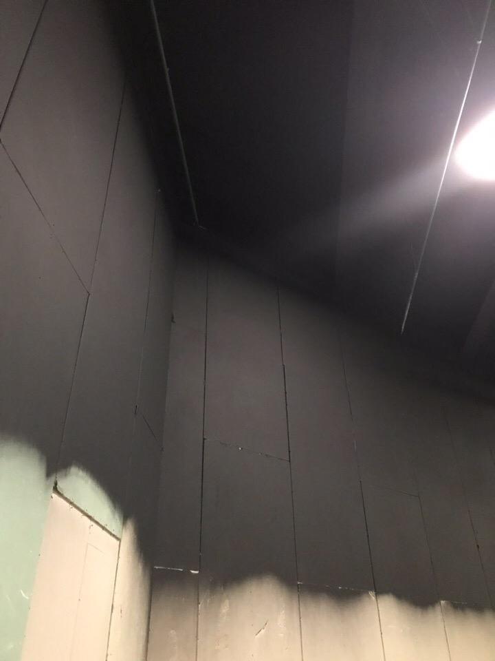Чёрная краска для потолков и стена доставка