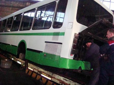 Автобус окрашенный алкидной быстросохнущей эмалью ЗАО АЛЬП ЭМАЛЬ